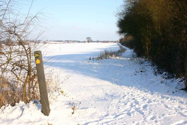 Footpath alongside Offchurch Greenway
