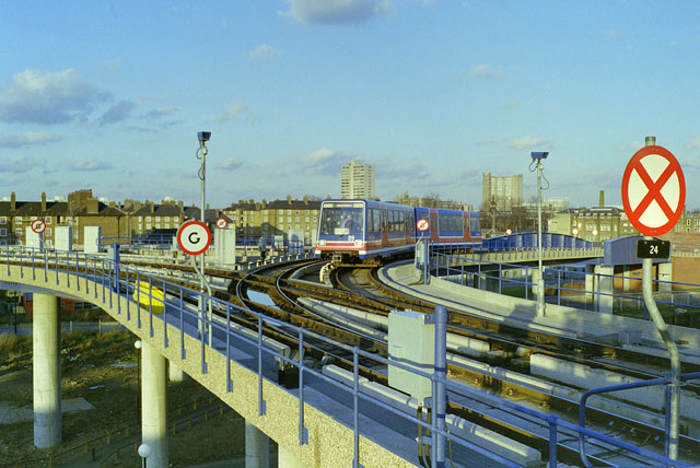 Triangular junction, West India Quay,  late 1987