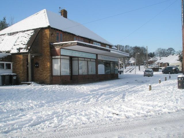 Snow bound shops in Littlepark Avenue (1)