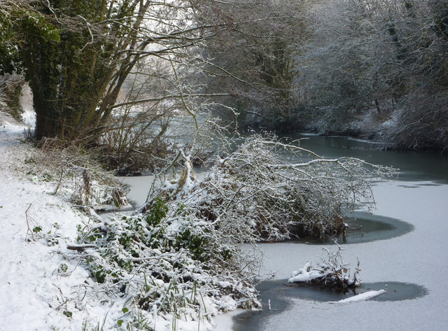 Gipping riverbank with snow and ice