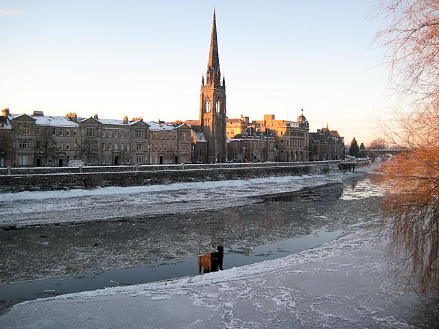Ice and reflections on the Tay
