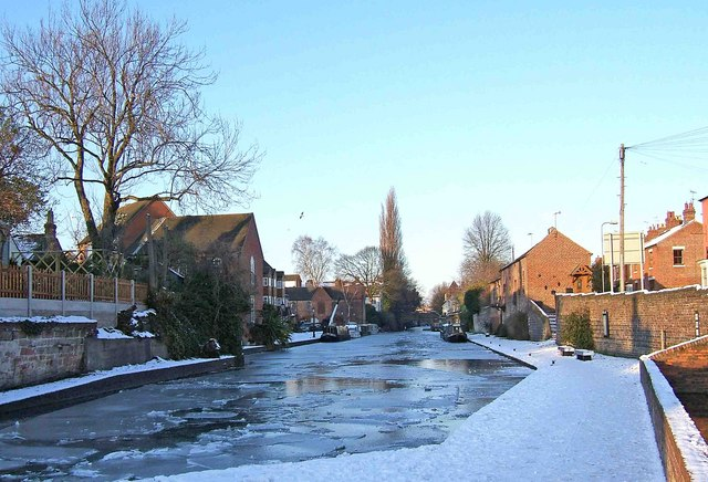 The frozen Staffs & Worcs Canal north of York Street Lock