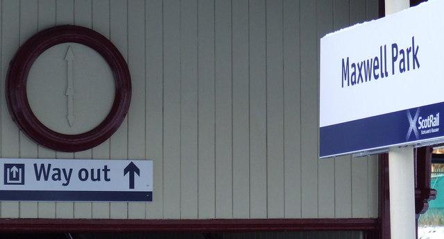 Maxwell Park railway station