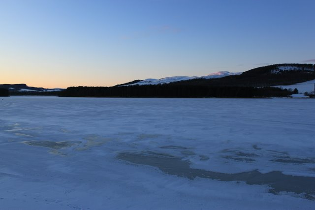 Ice patterns on the loch