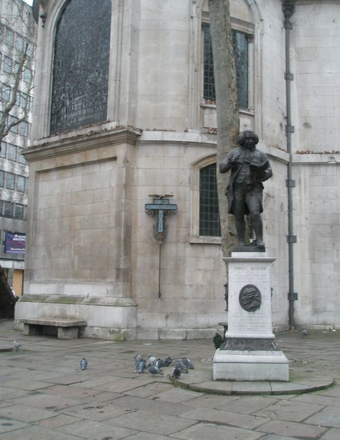 Statue of Dr Johnson outside st Clement Dane