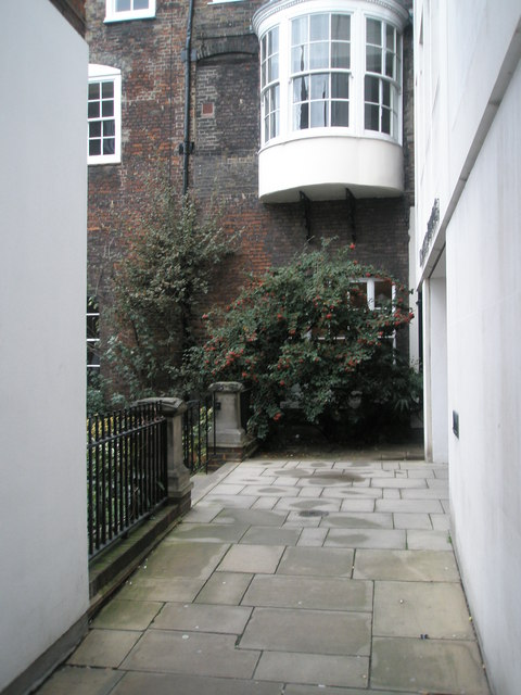 Path from Bishop's Court to Lincoln's Inn