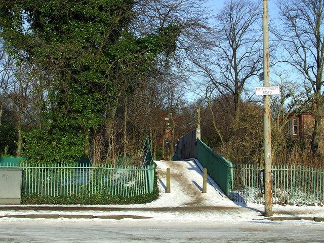 Footbridge near Maxwell Park