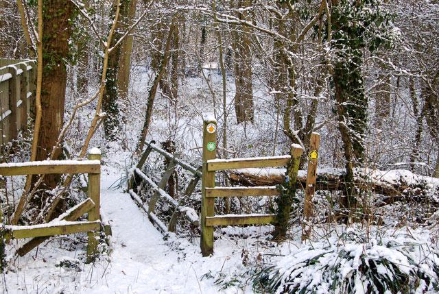 Footbridge near Welsh Road west of Southam
