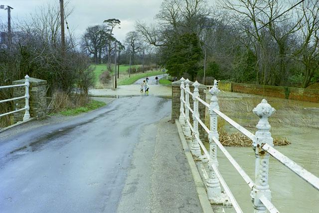 Chelmer in flood at Parsonage Bridge, Howe Street, 1990
