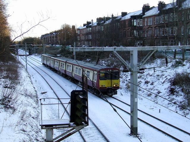 Train near Maxwell Park station