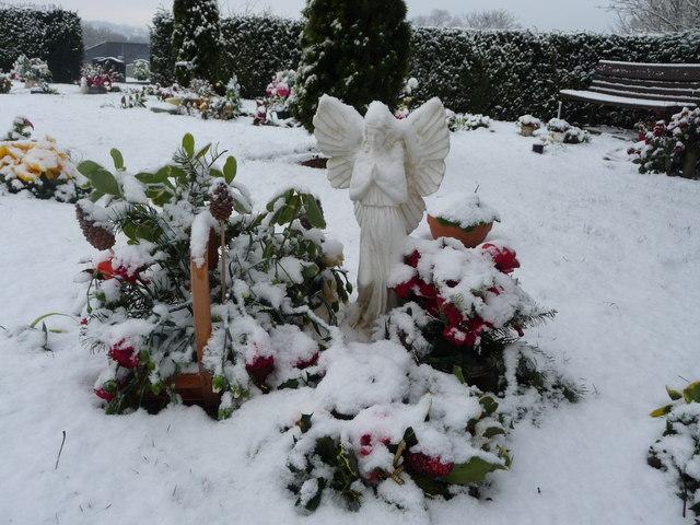 Tiverton : Tiverton Cemetery, Angel Ornament