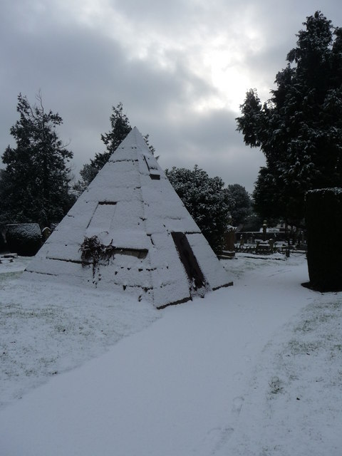 Tiverton : Tiverton Cemetery Pyramid