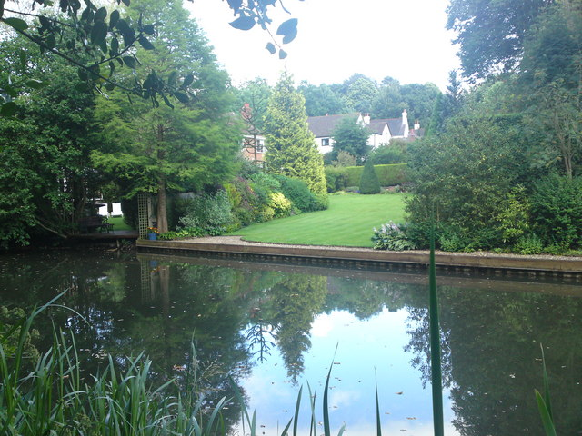 Basingstoke Canal waterside homes