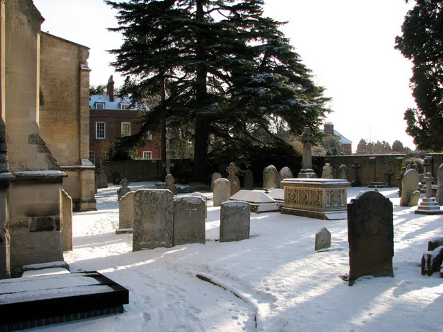 Trumpington churchyard in the snow