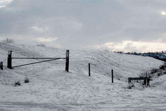 Snow-covered headbank at Napton reservoir