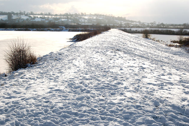 Ice, snow and sunlight at Napton reservoir