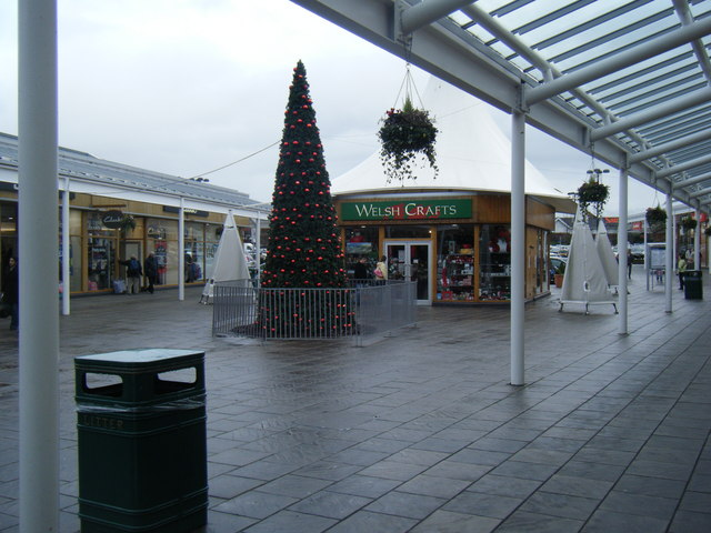 McArthur Glen Outlet Village near Christmas.