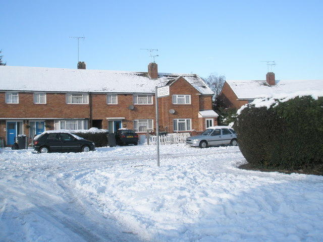 Looking from Grateley Crescent into a snowy Plaitford Grove