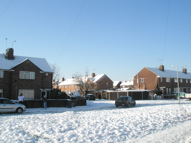 Looking from a snowy Colbury Grove across Linkenholt Way towards Grateley Crescent