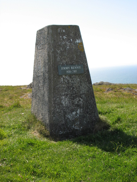 The plaque on the trig point on Knockdolian
