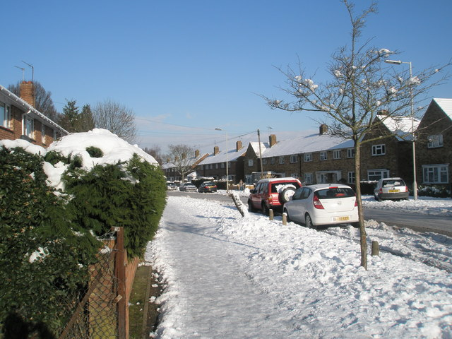 Treacherous pavement in Park House Farm Way