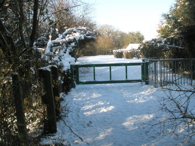 Barrier at the entrance to Bushy Lease