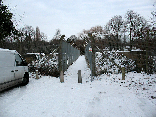Footbridge at the top of New Street Hill (2)