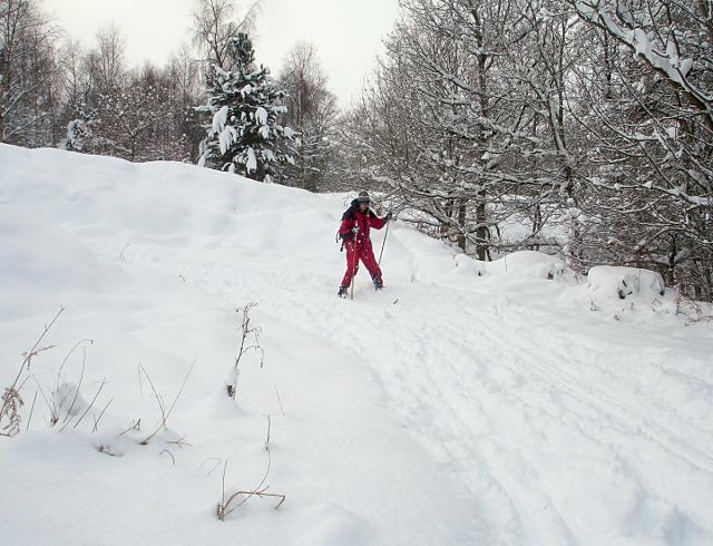 Skiing the track to Dalton Gill