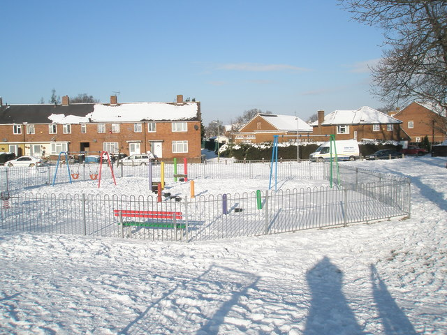 Looking from The Oaks over the playpark towards Chalton Crescent