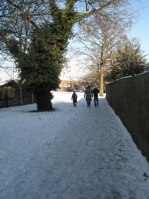 Snowy cut through from Priorsdean Crescent to Purbrook Way