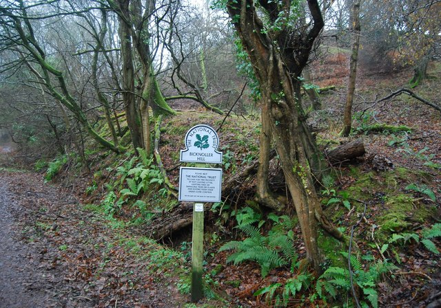 National Trust sign, Bicknoller Hill
