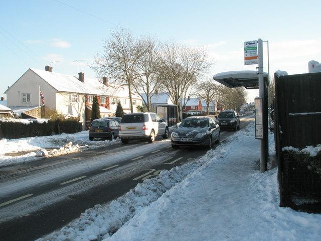 Snowy bus stops in Barncroft Way