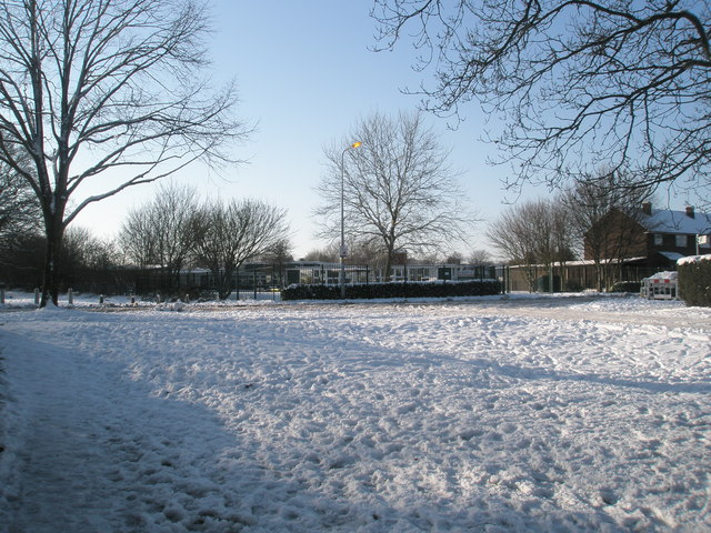 Looking along a snowy Priorsdean Crescent towards Barncroft Infant School