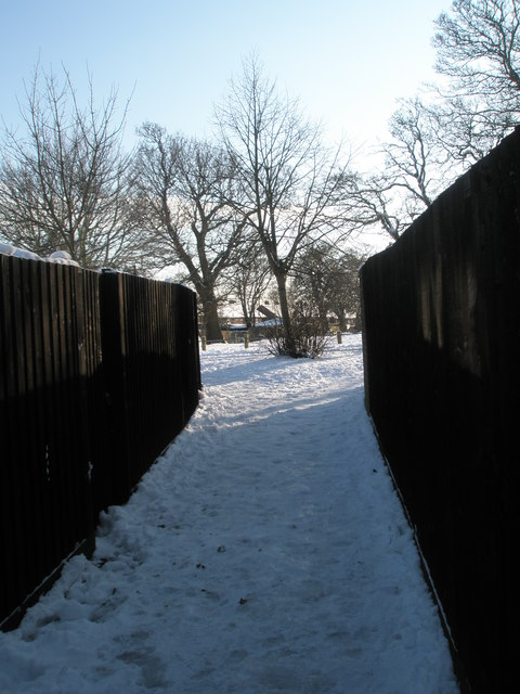 A snowy cut through from Tarrant Gardens to Hooks Farm Way