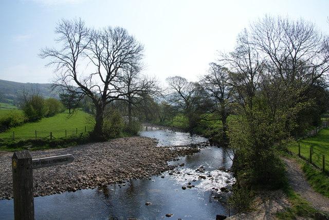 The footpath to Mill Bridge