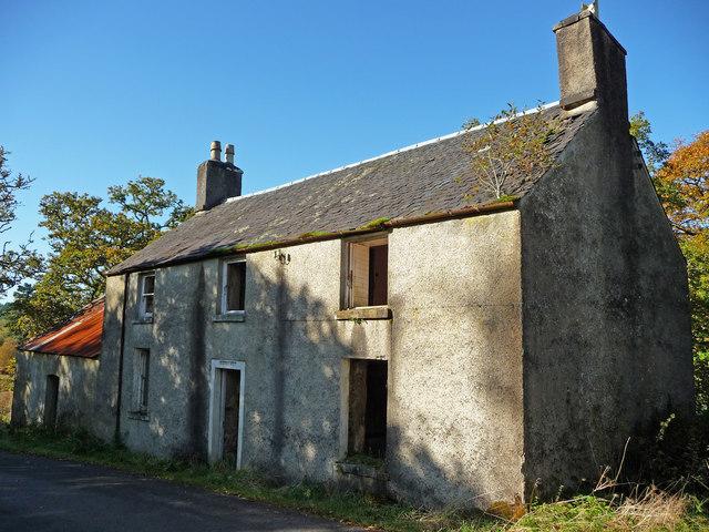 Derelict house by road at Garbhallt