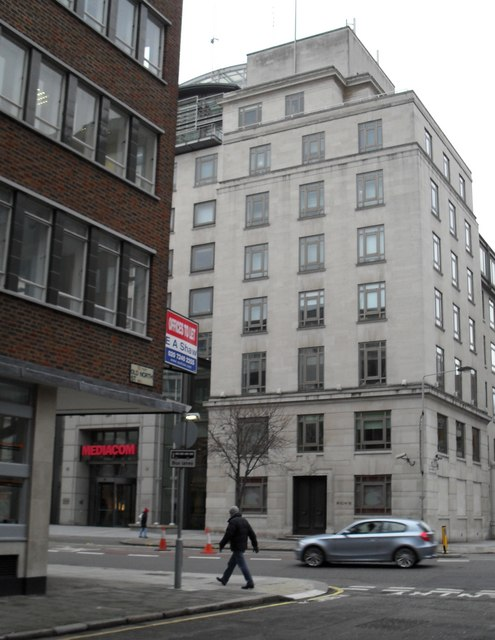 Approaching the junction of  Old North Street and Theobald's Road