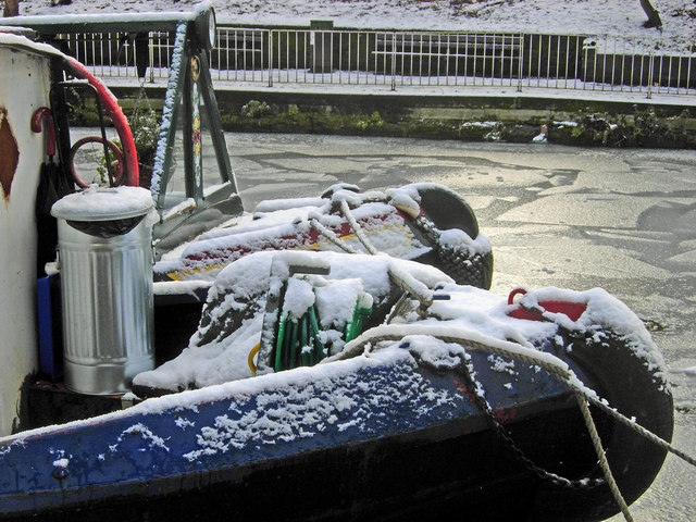 Narrowboats in the snow