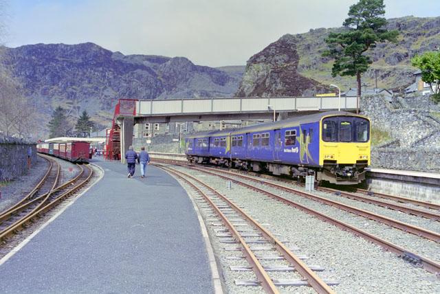 Blaenau Ffestiniog station and train