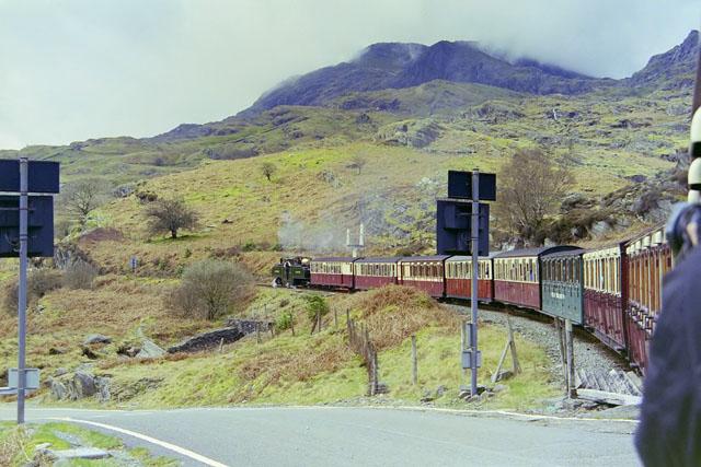 FR train near Tanygrisiau