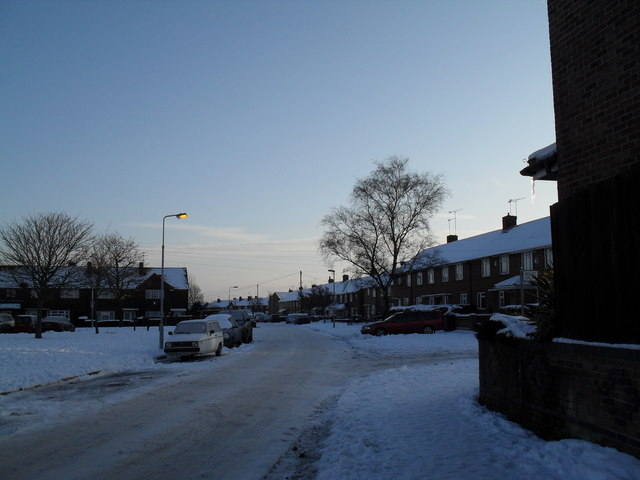 Approaching the junction of  a snowy Redbridge Grove and Ibsley Grove