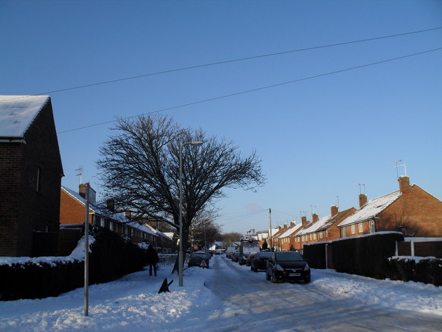 Looking from Awbridge Road into a snowy Winchfield Crescent