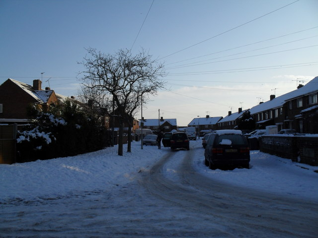 Looking from Linkenholt Way into a snowy Bransgore Avenue