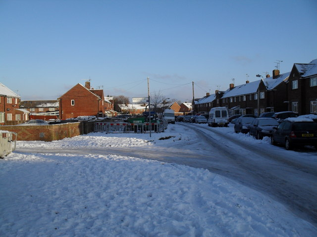 Approaching the junction of  a snowy Linkenholt Way and Rockbourne Close