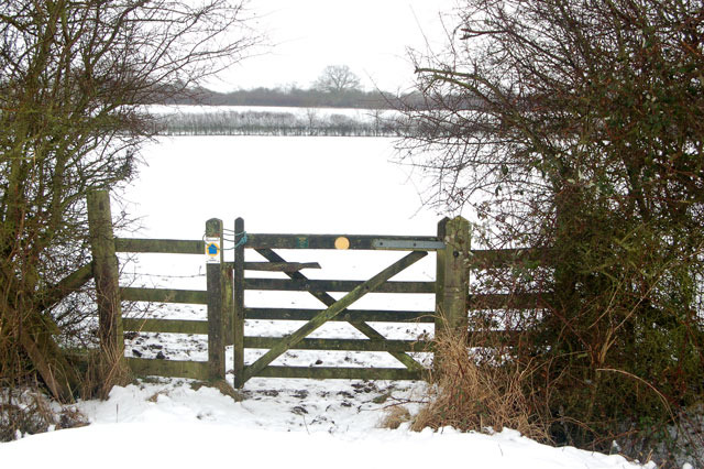 Gate on the bridleway from Tomlow to Broadwell