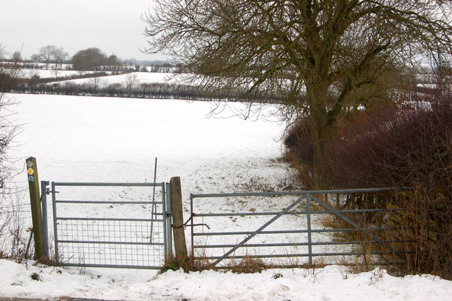 Bridleway gate beside Tomlow Lane