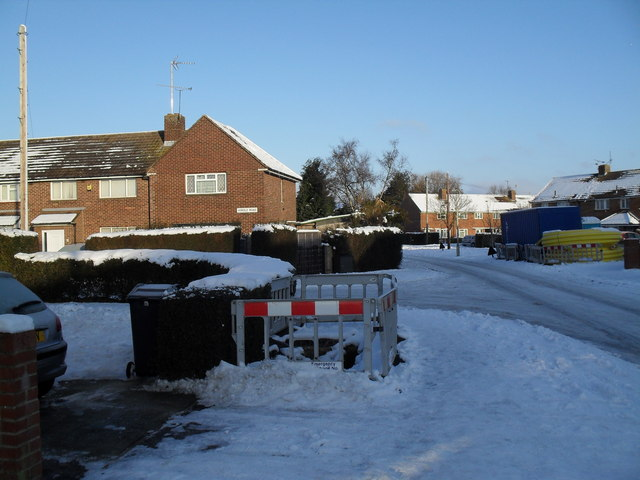 Approaching the junction of  a snowy Linkenholt Way and Hordle Road