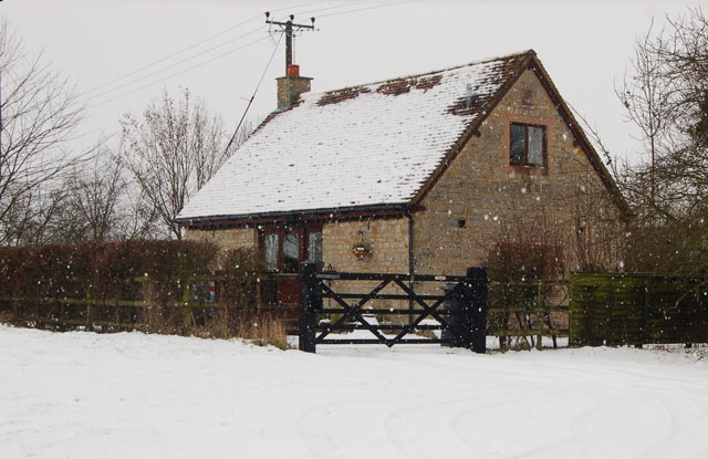 Converted byre on a snowy day, Broadwell