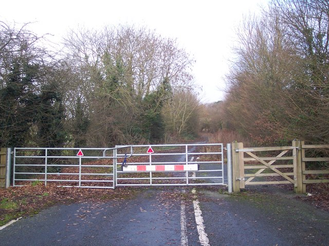 End of the Road near Grantham Hall Farm
