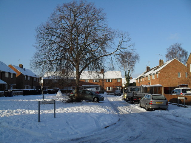 Looking from Barnsgore Avenue to Hinton Close